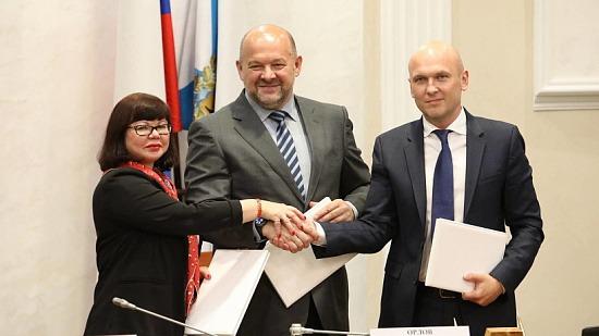 С прицелом на Арктику: правительство региона, САФУ и предприятия леспрома подписали соглашения о сотрудничестве