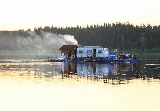 Великоустюгский предприниматель на плоту добрался до Архангельска.