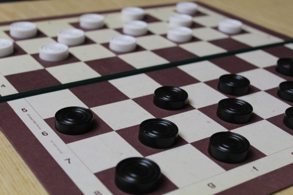 Шашечный турнир: битва интеллектов