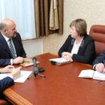 От имени жителей Верхнетоемского района глава территории поблагодарила Игоря Орлова за два новых моста