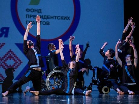 По поручению губернатора Игоря Орлова выделены средства на поездку танцевальной группы «Простор» в Москву