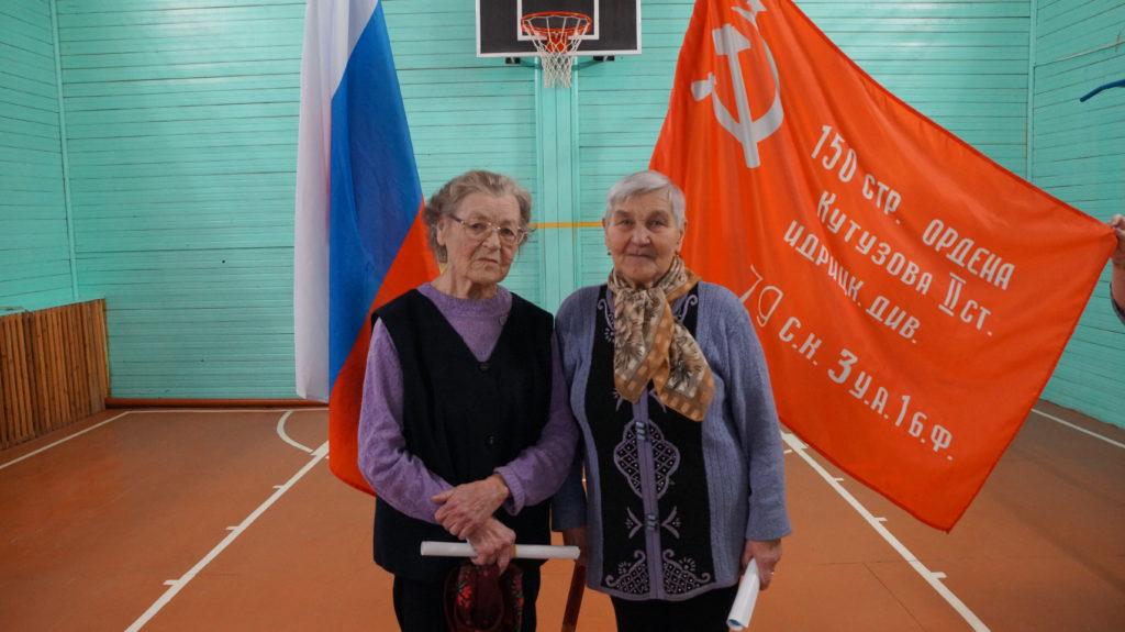 Во время акции «Знамя Победы» в Шидрово Виноградовского района дети войны вспомнили о своем непростом детстве