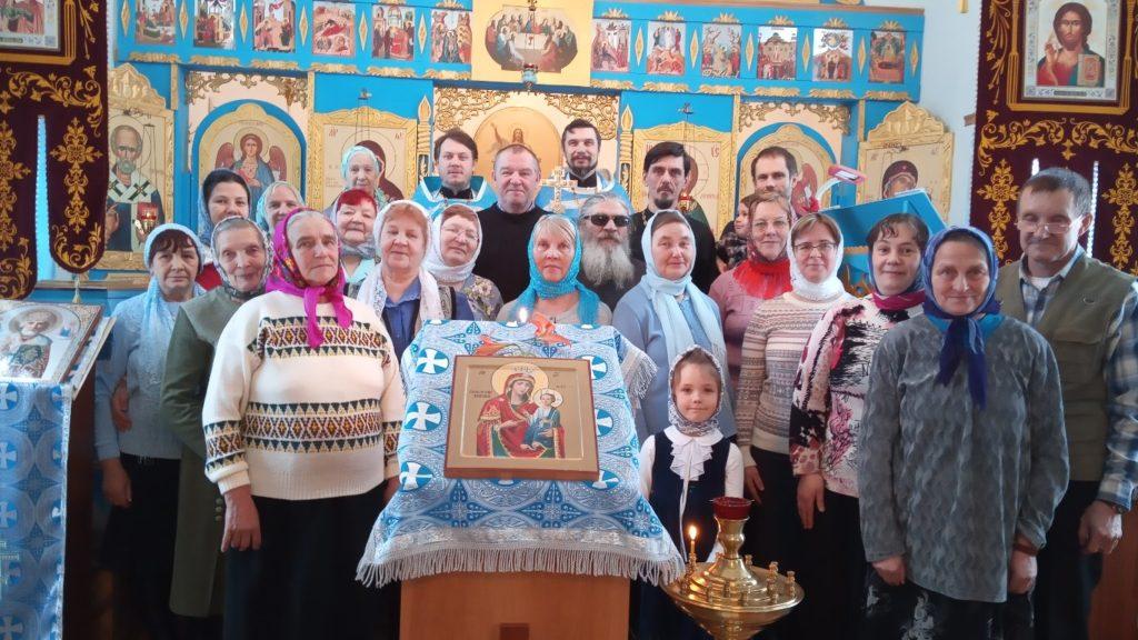 Сегодня престольный праздник храма Иверской иконы Божией Матери поселка Рочегда Виноградовского района