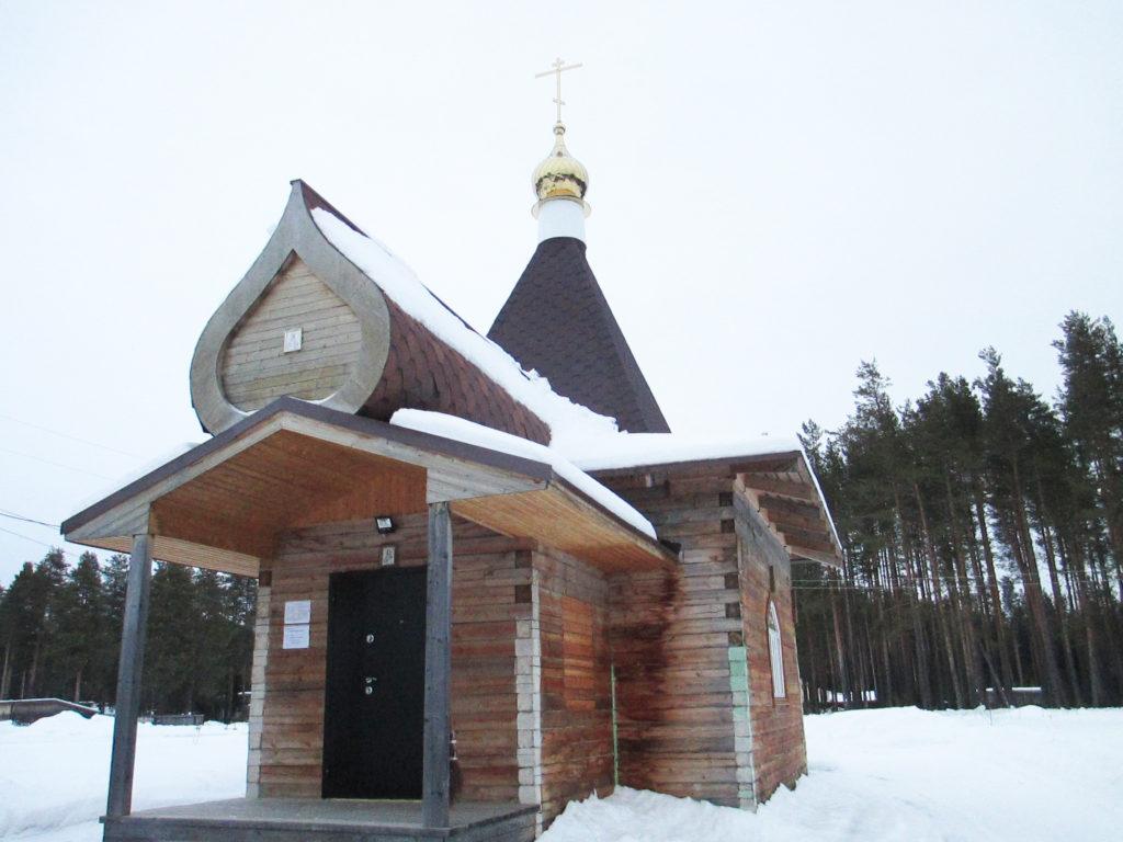 Храм в поселке Хетово Виноградовского района благоукрашается