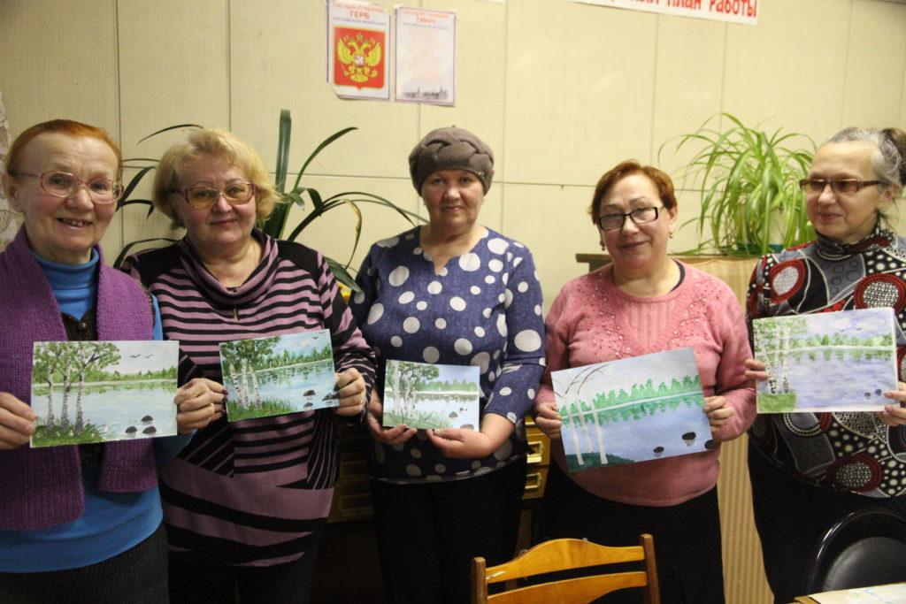 Участницы клуба «Живой родник», работающего в Виноградовском районе, развивают правополушарное рисование