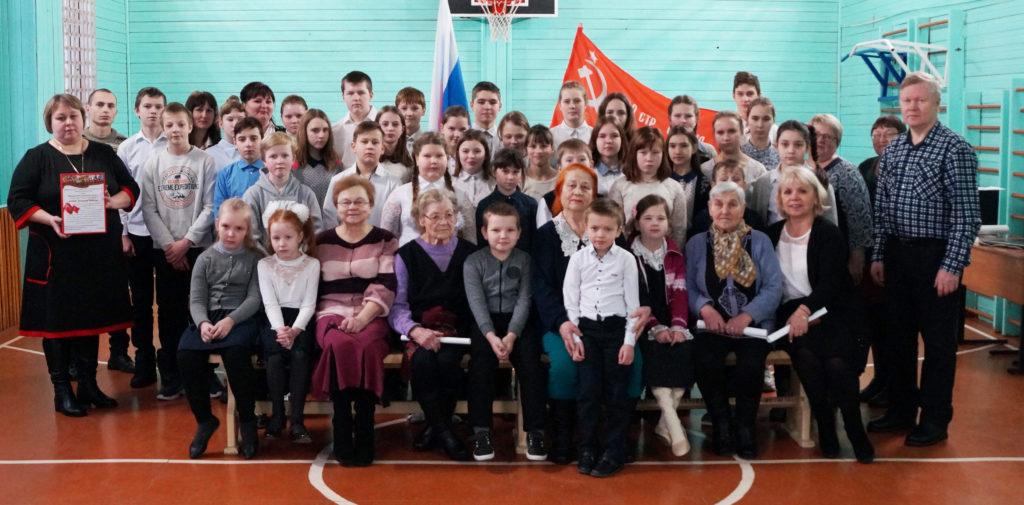 В Шидровской школе прошло торжественное вручение Знамени Победы