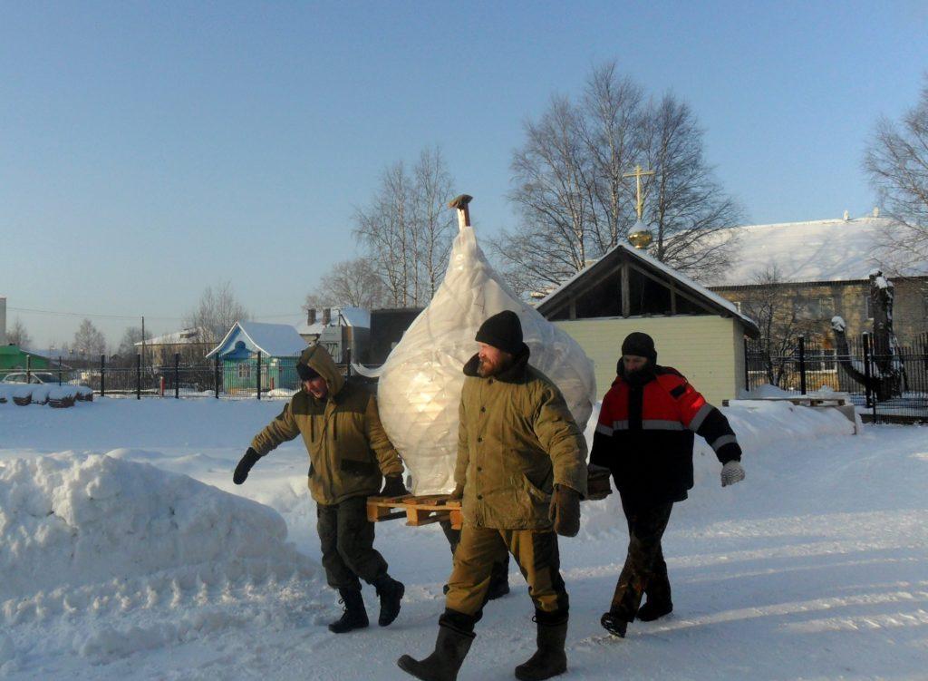 И засверкают купола на храме поселка Березник Виноградовского района