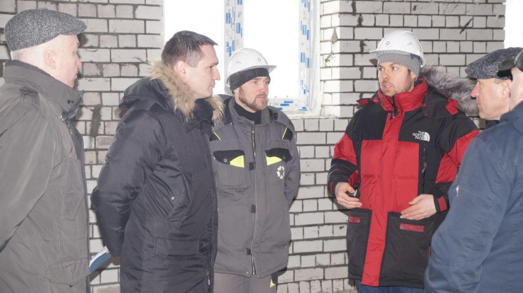 Замминистра в Виноградовском районе инспектирует строительство больницы