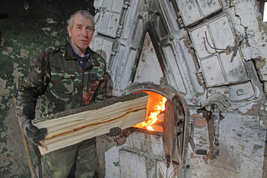 Оператор котельной «Телевышка» в Виноградовском районе Сергей Варлачев уверен:  его работа важна и ответственна