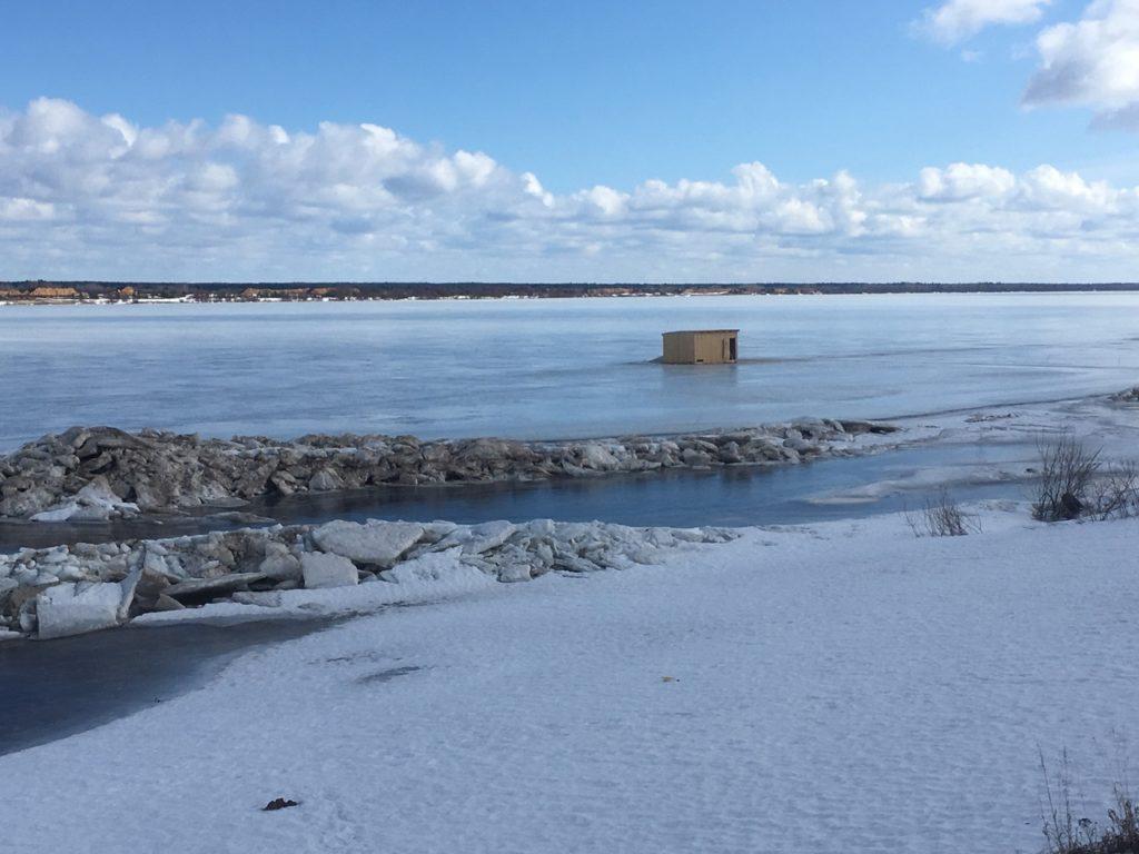Переправа Березник — Осиново в Виноградовском районе. Выходите на лед в случае крайней необходимости!