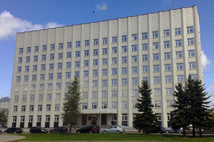 На сентябрьской сессии областного Собрания принято 17 областных законов