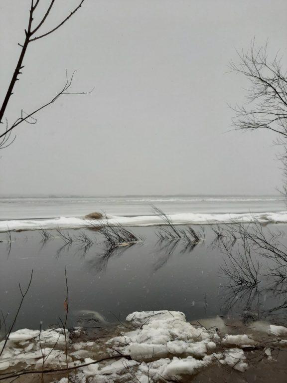 Ожидание головы ледохода с реки Вага