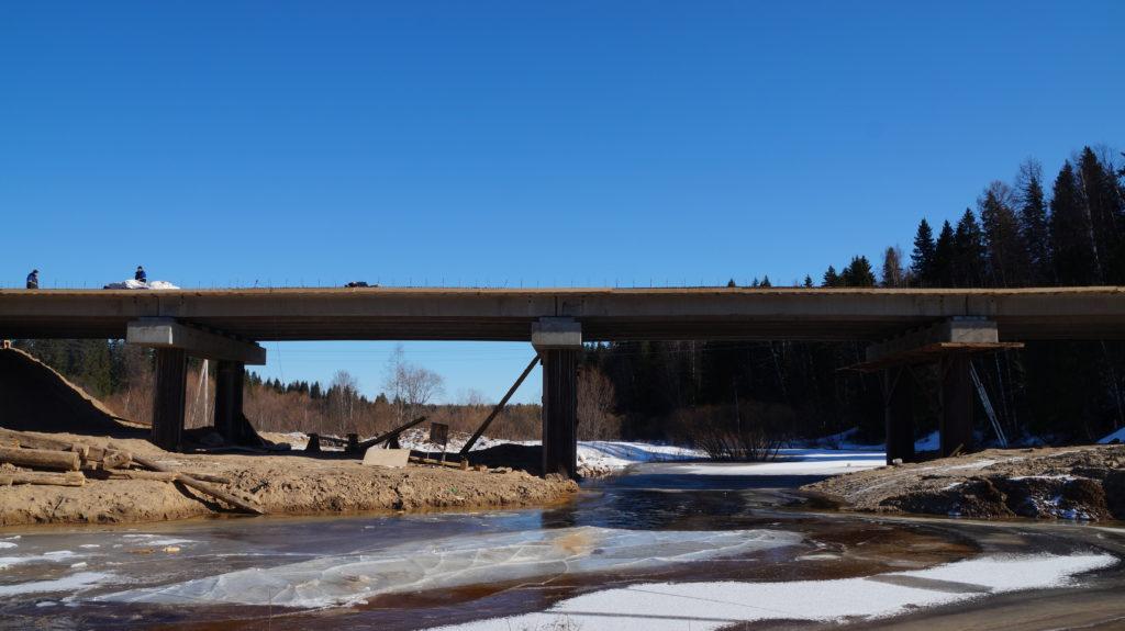 Строительство мостового перехода через речку Сельменьга в Виноградовском районе идет по графику
