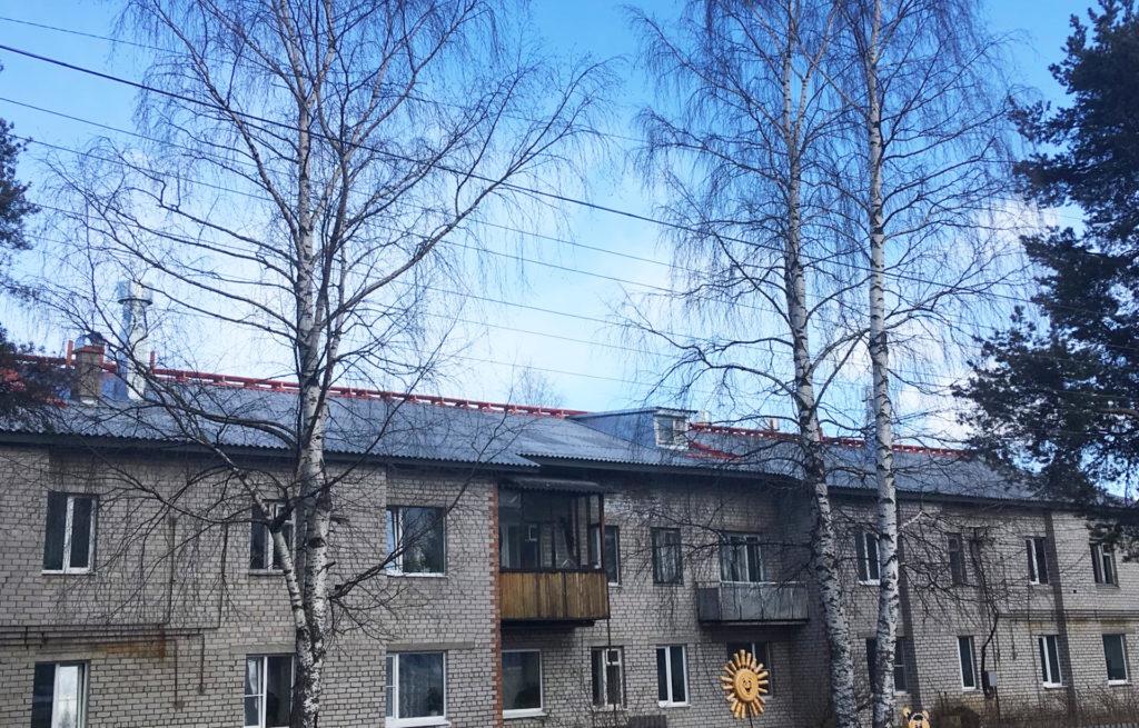 Капитальный ремонт крыши дома по улице П. Виноградова в поселке Березник Виноградовского района завершен