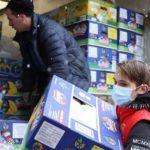 В Поморье участники акции #МЫВМЕСТЕ передали две тысячи бесплатных продуктовых наборов нуждающимся жителям региона