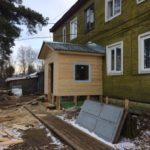 В поселке Березник Виноградовского района отремонтирован фундамент дома 180 на улице П. Виноградова