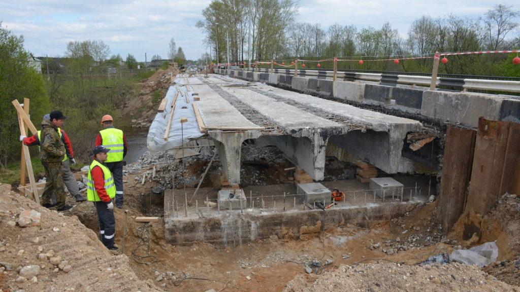 На региональных дорогах области в этом году капитально отремонтируют девять мостовых сооружений