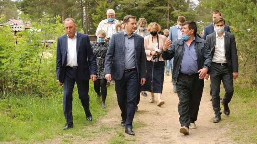 Александр Цыбульский осмотрел строящиеся объекты в поселке Хетово Виноградовского района