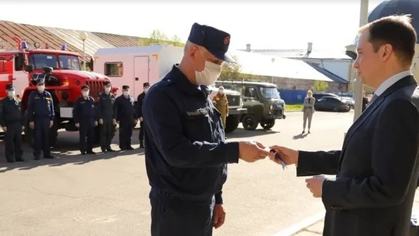 Александр Цыбульский вручил огнеборцам Архангельской области ключи от новой пожарной техники