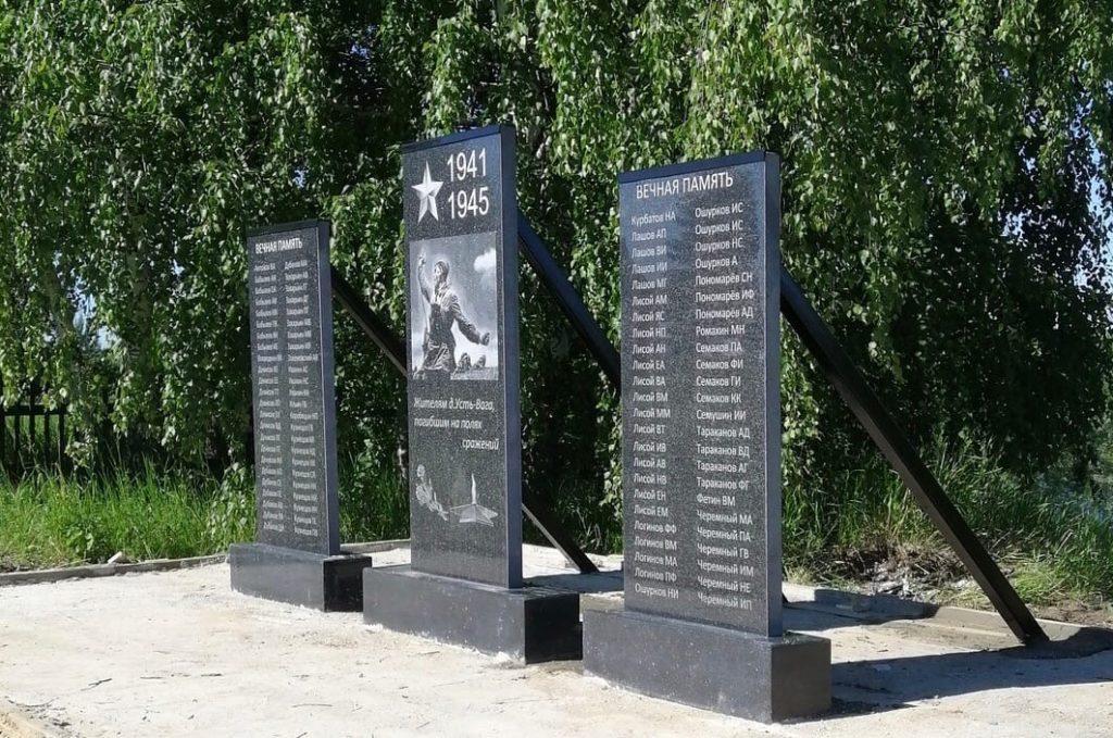 В деревне Усть-Вага Виноградовского района установлен новый памятник
