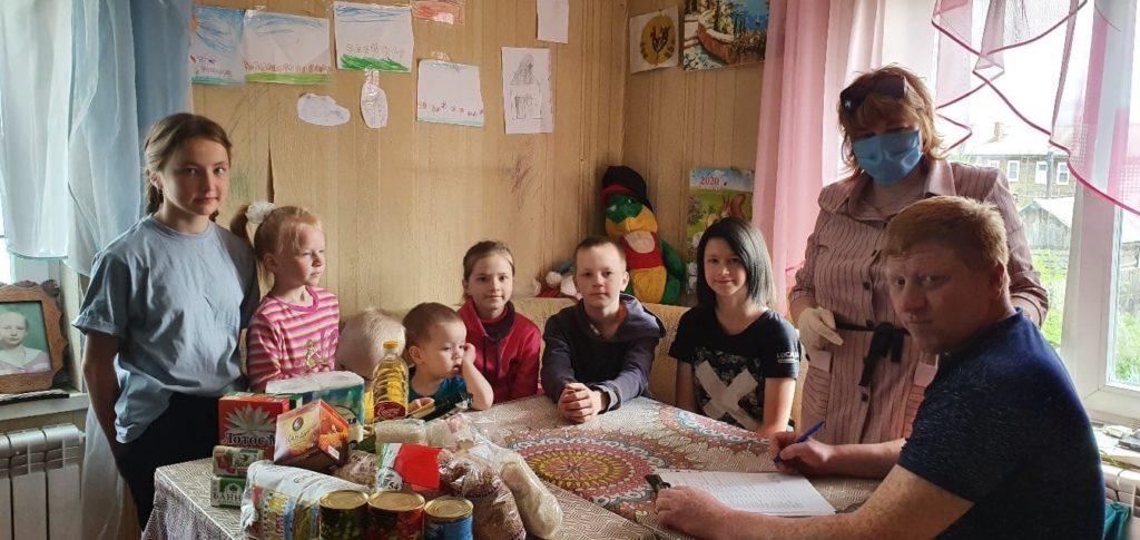 Помощь в непростой период: семьям Виноградовского района помогли продуктами