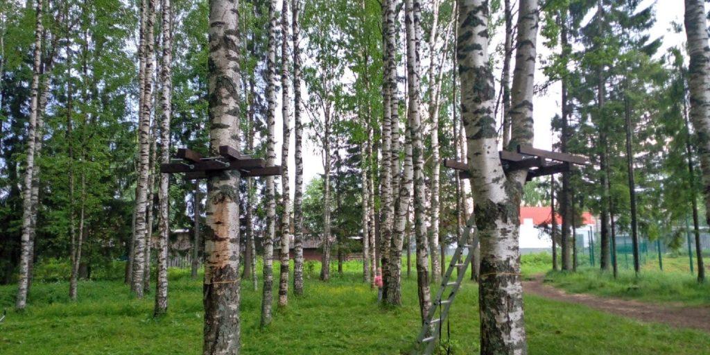 В парке Победы поселка Березник Виноградовского района готовится к открытию веревочный парк