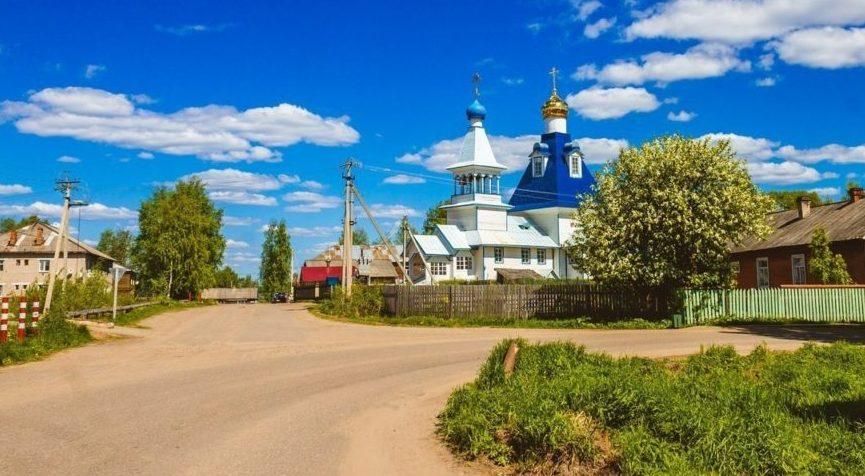 Православные верующие отмечают День Святой Троицы