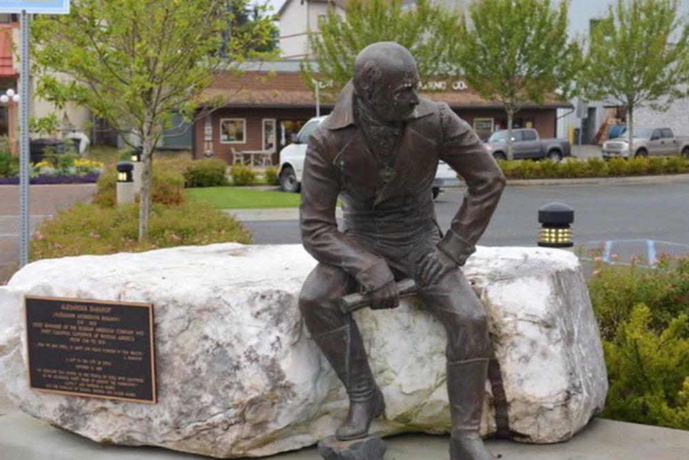 Памятник  знаменитому первопроходцу