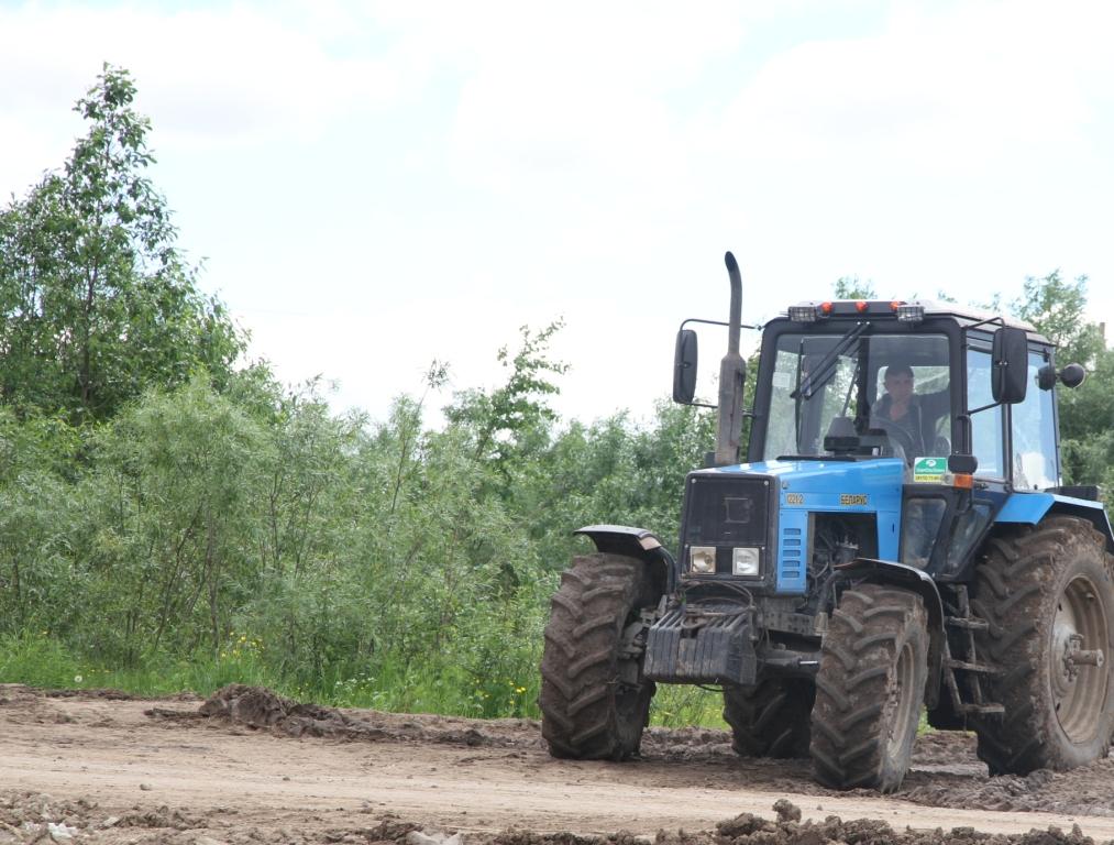 Механизаторы ООО «Борок» начали сенокосную страду