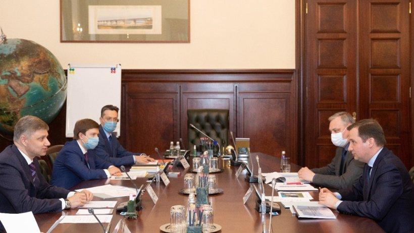 Александр Цыбульский и глава ОАО «РЖД» Олег Белозёров обсудили развитие железнодорожного транспорта в регионе