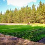 В поселке Хетово Виноградовского района завершены работы по монтажу искусственной травы на поле для мини-футбола