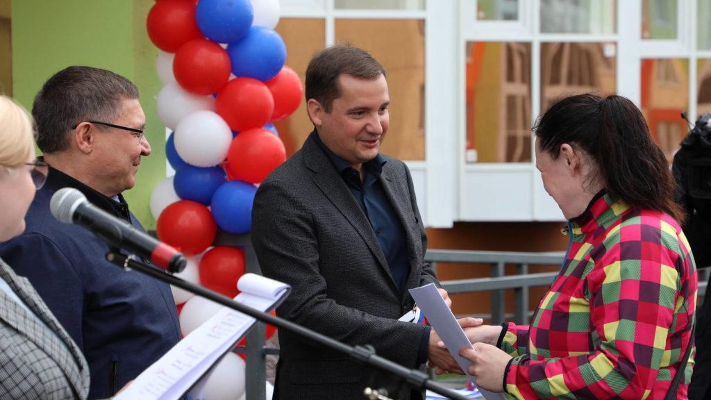 В Архангельске жильцам аварийных домов вручили ключи от новых квартир