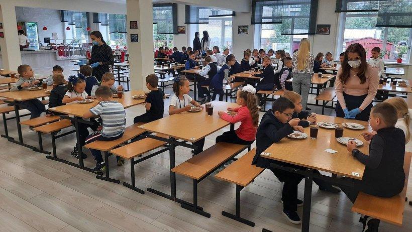 53 тысячи школьников Архангельской области получают бесплатное горячее питание