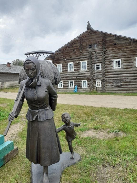 Памятник русской женщине в Верколе
