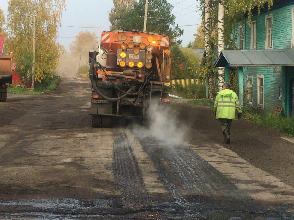 На улице Романа Куликова в поселке Березник — ремонт дороги