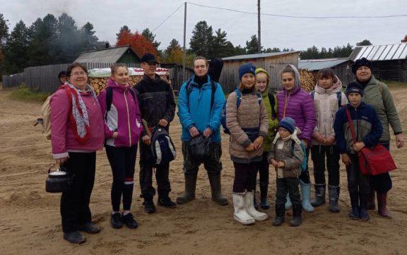В осенний поход на озеро отправились ученики Пяндской школы