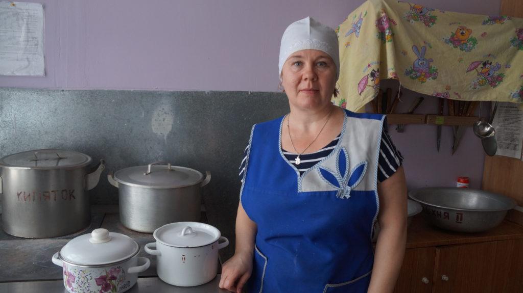 Дружное «Спасибо!» за вкусную еду говорят повару Елене Шуниной устьваеньгские «лесовички»