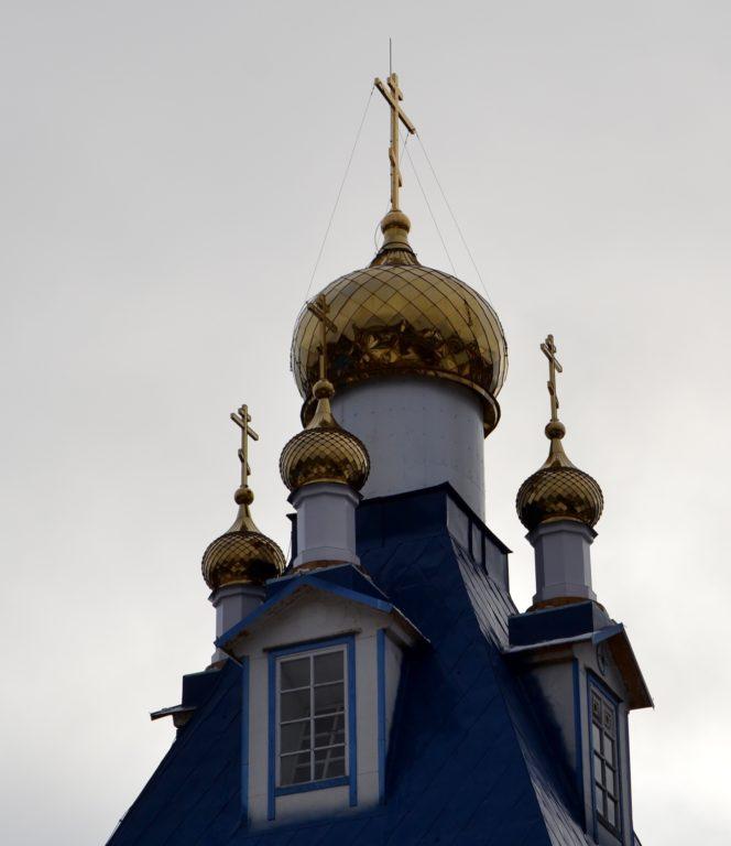 22 октября завершен монтаж куполов на центральную часть храма в поселке Березник Виноградовского района