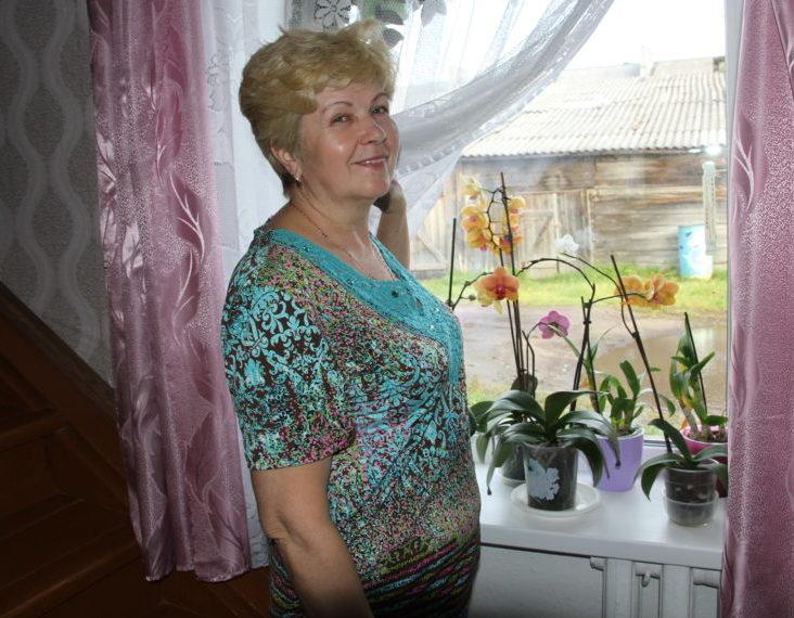 В окружении орхидей, антуриумов и фиалок живет Татьяна Галашева из Моржегор