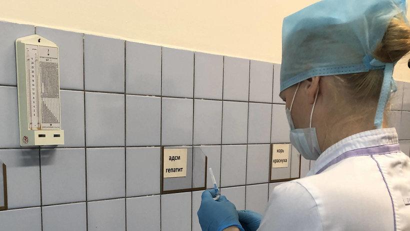 Минздрав разъяснил, как делать прививки от COVID-19