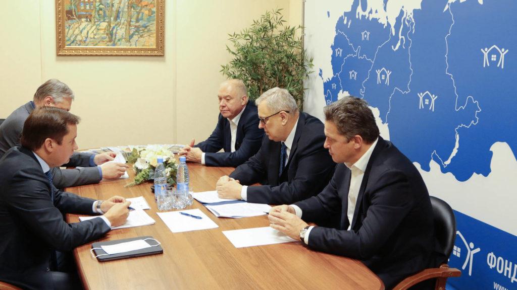 Александр Цыбульский встретился с главой Фонда ЖКХ Константином Цициным
