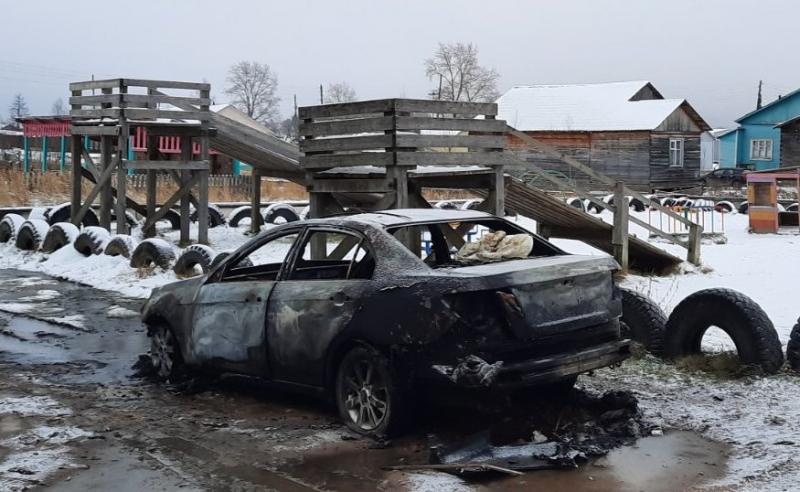 Сотрудники полиции Виноградовского района задержали подозреваемых в совершении поджога автомобиля