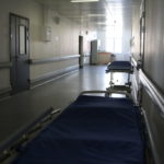 В каких случаях госпитализируют пациентов с COVID-19 и подозрением на COVID-19?