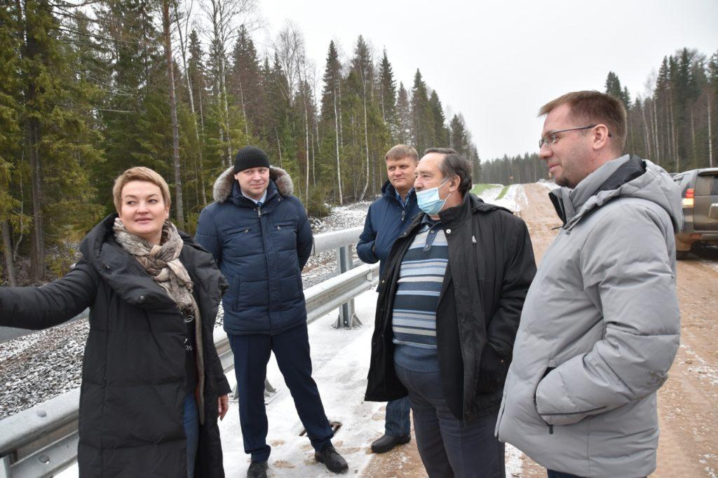 Екатерина Прокопьева проверила ход ремонта дорог и строительства социального жилья в Виноградовском районе