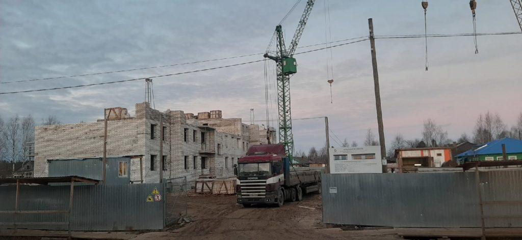 Строительство домов в райцентре Виноградовского района по программе переселения идет полным ходом