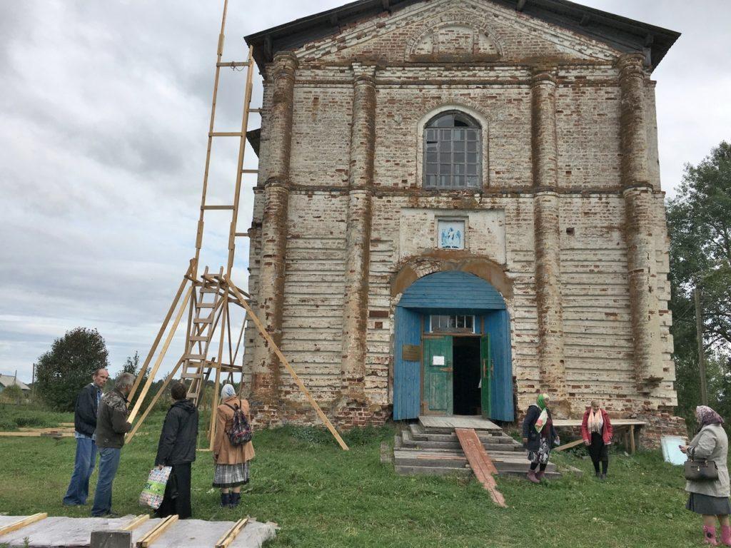 В Виноградовском районе в Борецком храме продолжаются ремонтно-восстановительные работы
