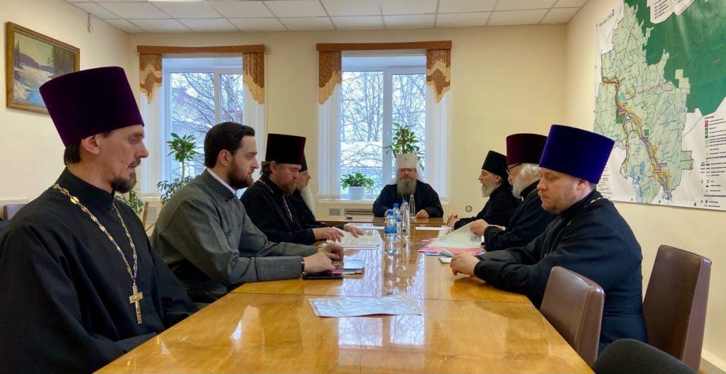 Праздничная литургия и Архиерейский совет
