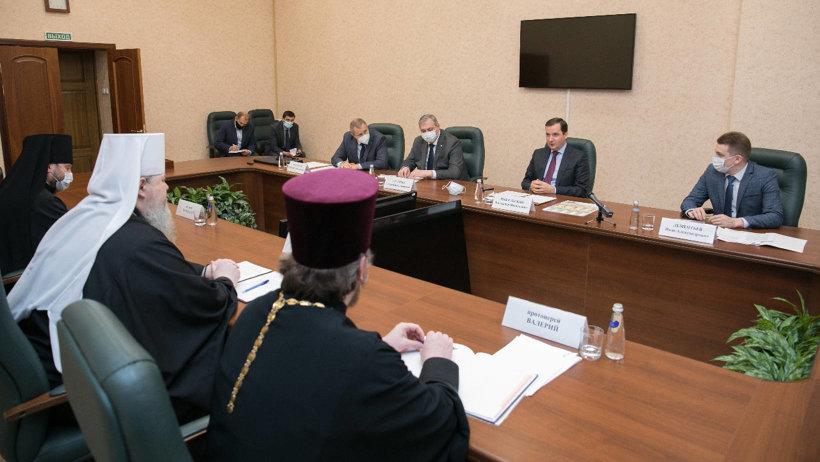 Александр Цыбульский провел встречу с митрополитом Архангельским и Холмогорским Корнилием