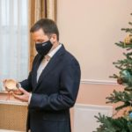 Стать новогодним волшебником: члены правительства региона исполнят заветные желания юных северян
