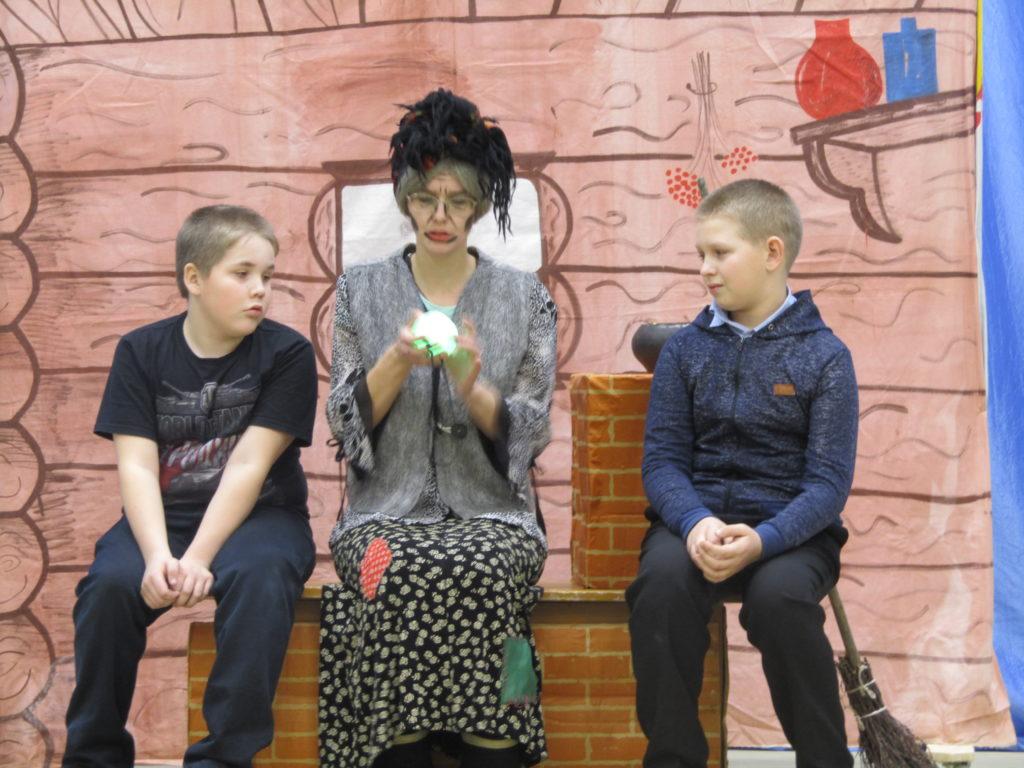 Театрализованное представление «Дед Мороз против Коронавируса» с успехом прошло в Рочегде